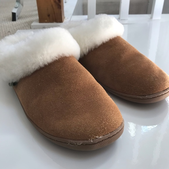 BRAND NEW Cloud Nine Sheepskin Slippers